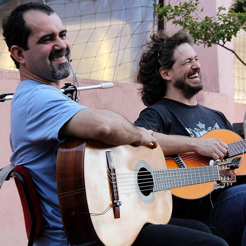 """Sarau Amigos da Alice promove o lançamento do CD """"Lundu"""", do duo Batuque de Cordas"""